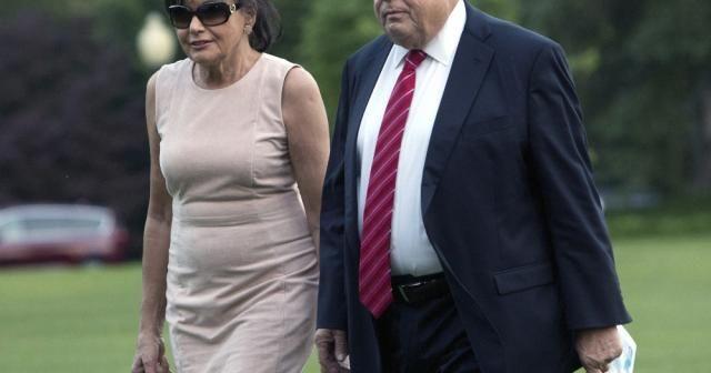 Melanie Trump'ın anne ve babası ABD vatandaşı oldu