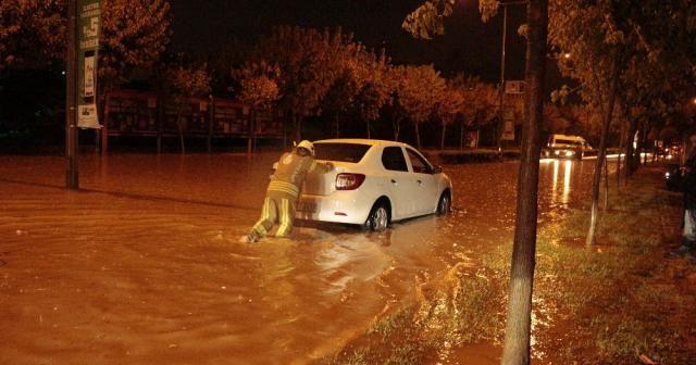 İstanbul'da araçlar mahsur kaldı