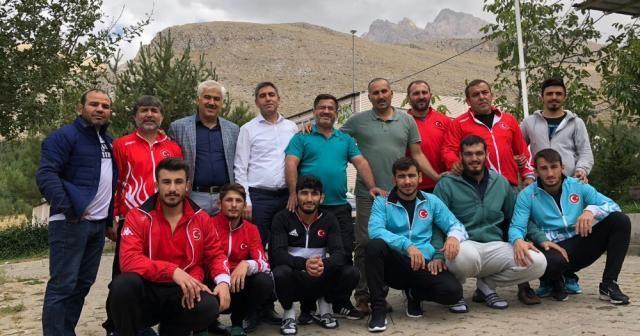 Milli grekoromenciler Dünya Şampiyonası'na hazırlanıyor