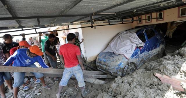 Endonezya'da depremin bilançosu artıyor