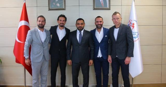Fenerbahçeli eski futbolculardan Hamza Yerlikaya'ya ziyaret