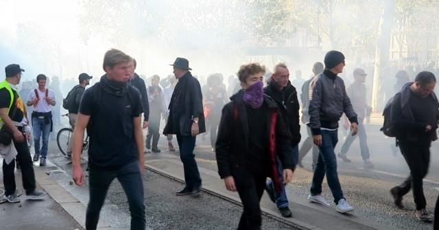 Fransa'da hükümet protesto edildi