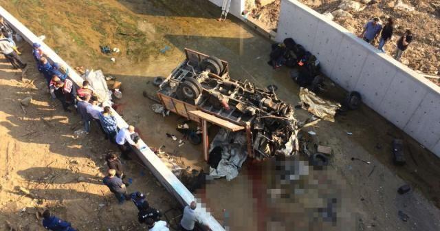 İzmir'de katliam gibi kaza: 19 ölü