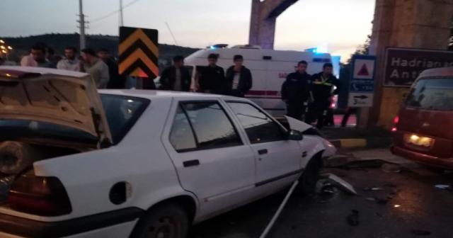 Otomobil ile minibüs çarpıştı: 10 yaralı
