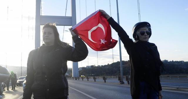 15 Temmuz Şehitler Köprüsü'nde Ata'ya saygı