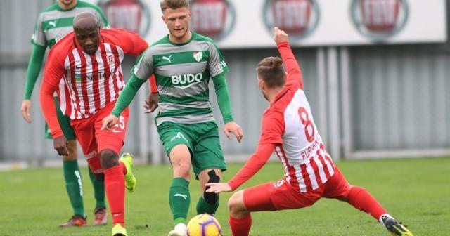 Bursa, Balıkesirspor'u 2-0 devirdi