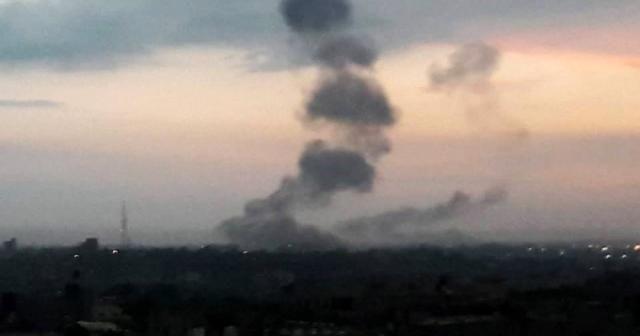 İsrail Gazze'yi bir kez daha vurdu: 3 yaralı