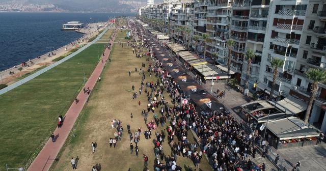 İzmir'de binler 'Ata'ya Saygı Yürüyüşü'nde