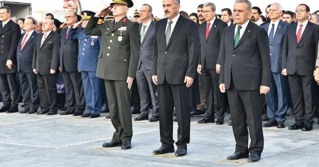 İzmir'de hayat Atatürk için durdu