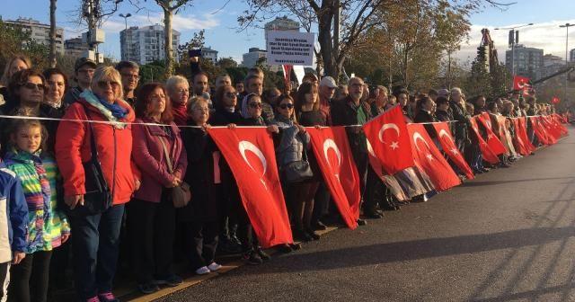 Kadıköy'de Ata'ya 6 buçuk kilometrelik saygı zinciri