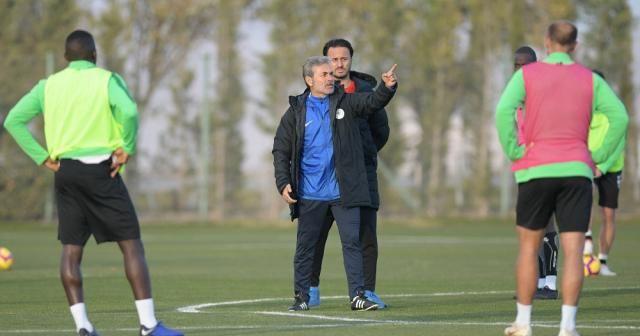 Konyaspor, Aykut Kocaman ile ilk çalışmasını yaptı