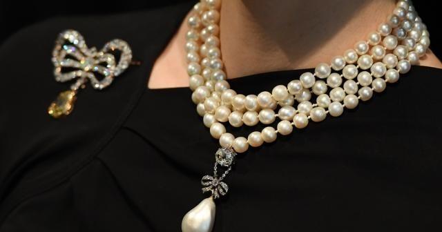 Marie Antoinette'in kolyesi rekor fiyata satıldı