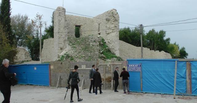 Tarihi Ceneviz Kalesi gün yüzüne çıkıyor