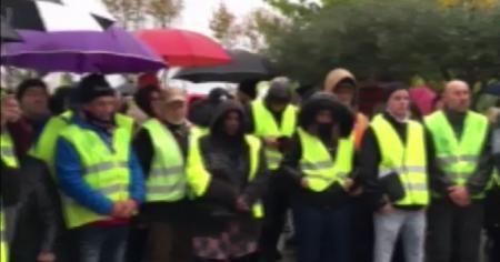 Fransa'da 'Sarı Yelekler'den hükümete zam protestosu