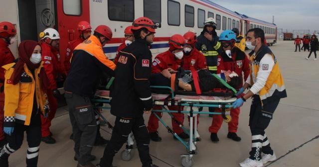 Film sahnelerini aratmayan 'tren kazası' tatbikatı