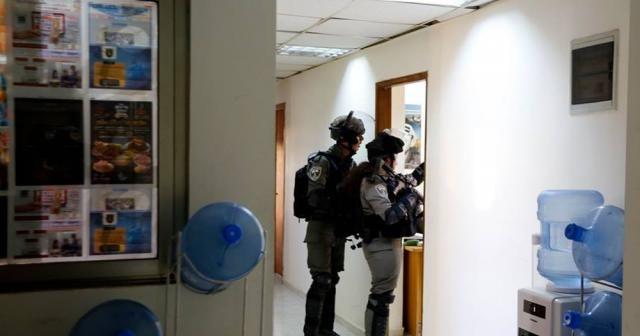 İsrail askerleri Filistin resmi ajansının ofisini bastı
