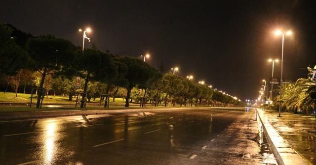İstanbul'da fırtına gece boyunca devam etti