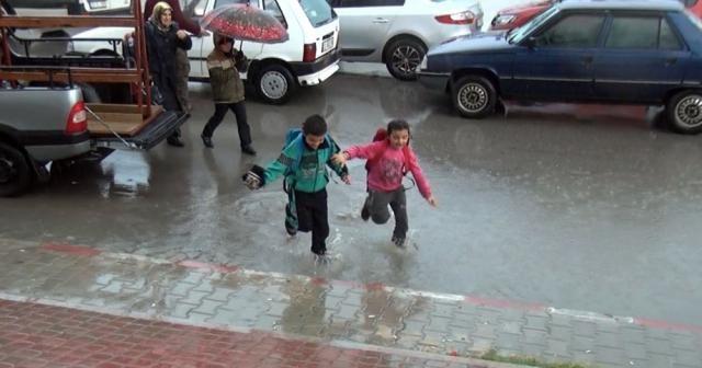 Mersin'de okullar yarın da mı tatil ?
