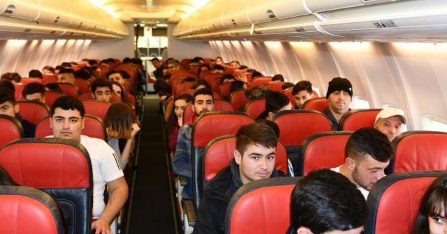 Öğrenciler uçağa atladı, Türkiye'yi gezdi