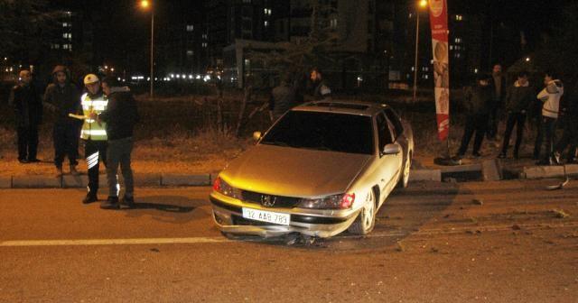 Otomobille çarpışan araç metrelerce sürüklendi