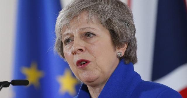 """Theresa May: """"Brexit oylaması ertelendi"""""""
