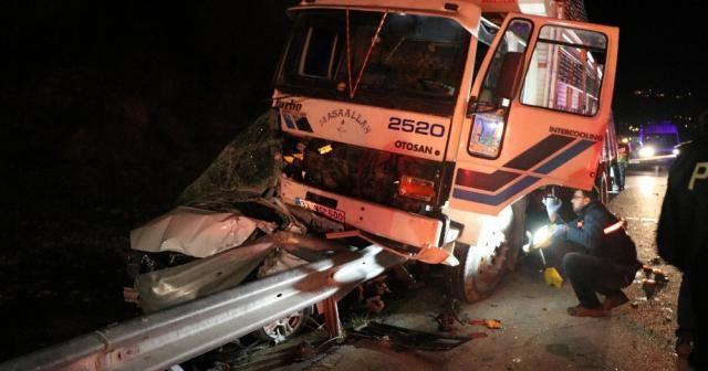 Yardım için duran polis aracına kamyon çarptı: 6 yaralı