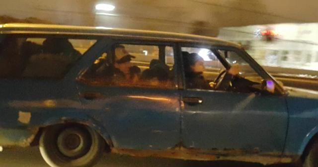 Bir otomobilde 12 kişi