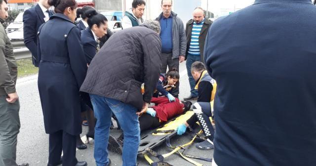 Genç kadın kendisini seyir halindeki araçtan attı