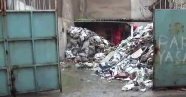 İzmir'de tarihi bina çöktü: 1 kişi enkaz altında