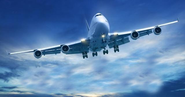 Silahlı yolcu uçağı indirdi