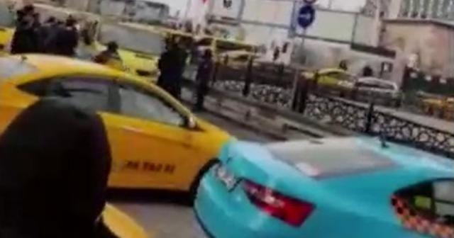 Taksim'de dolmuşçuların korna kavgası kamerada