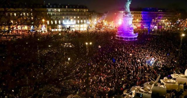 Fransa'da binler sokağa döküldü