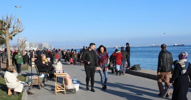 İstanbullular parklara ve sahil kenarlarına akın etti