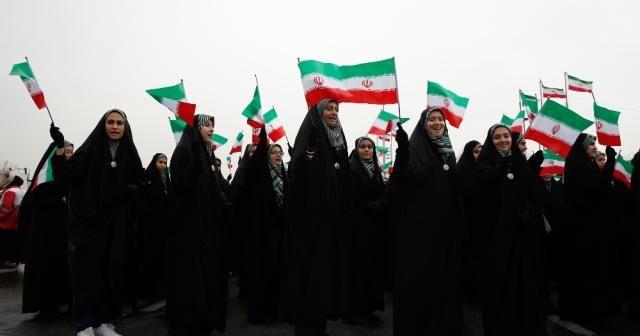 Milyonlarca İranlı sokağa aktı