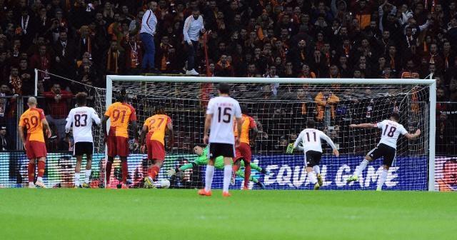 UEFA Avrupa Ligi: Galatasaray: 0 - Benfica: 1 (İlk yarı)