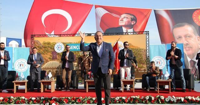 """Bakan Çavuşoğlu: """"Maduro dizi sayesinde Müslüman olabilir"""""""