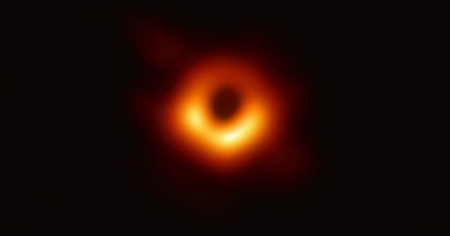 Astrofizikçiler ilk kara delik fotoğrafını yayınladı