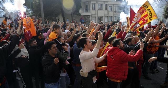 Galatasaray, Kadıköy'e hareket etti
