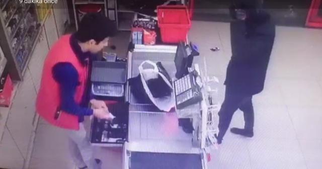 İki marketi birden soydu paraları alıp kayıplara karıştı