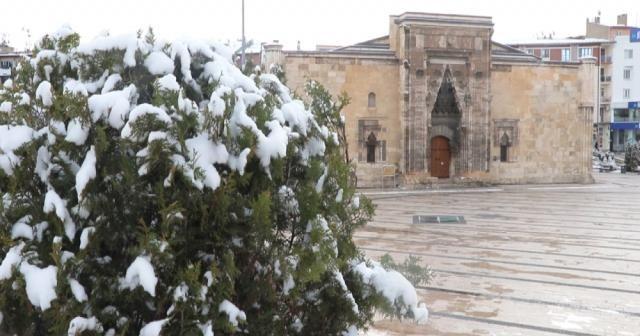 Sivaslılar yeni güne karla merhaba dedi