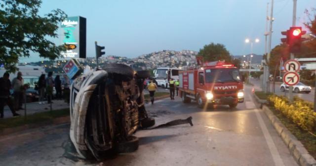 İşaret levhasına çarpan araç takla attı