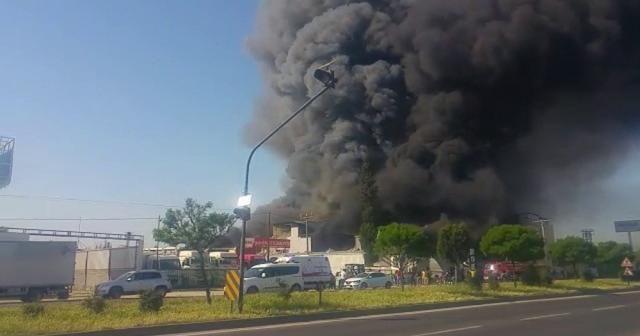Mersin'de strafor fabrikasında yangın