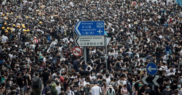 Suçluların iadesi yasası protestolar yüzünden ertelendi