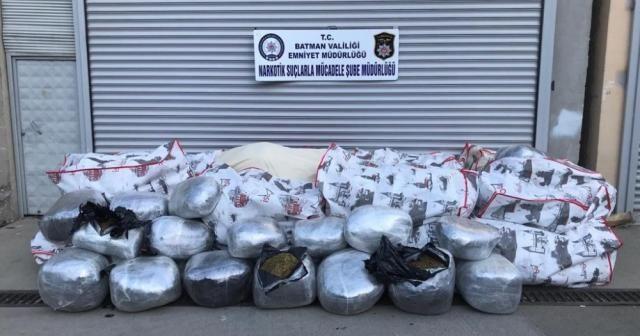 1 ton esrarla yakalanan tır sürücüsü tutuklandı