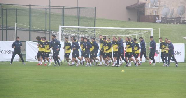 Fenerbahçe sis ve yağmur altında çalıştı