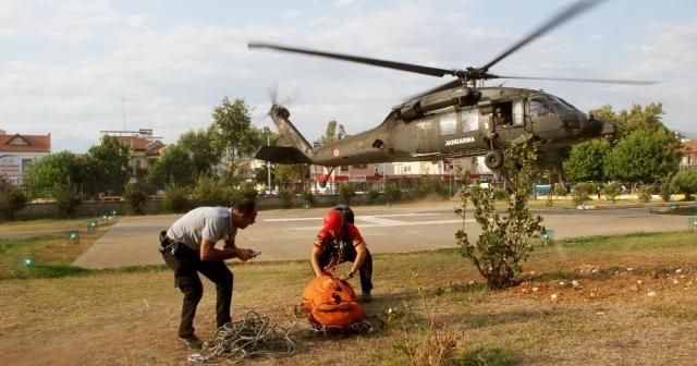 Fethiye'de kayalıklardan düşen turist helikopterle kurtarıldı