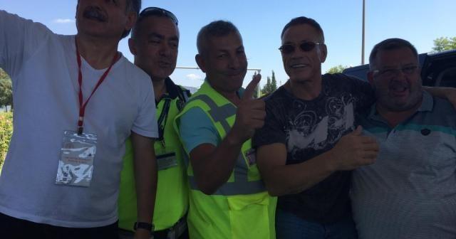 Uygulama yapan polise Claude Van Damme süprizi