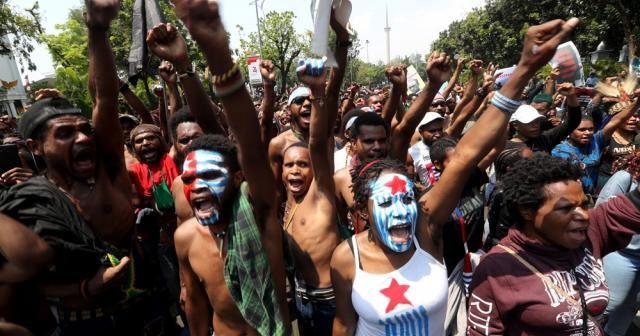 Endonezya polisi ayrılık yanlısı göstericiyi vurdu