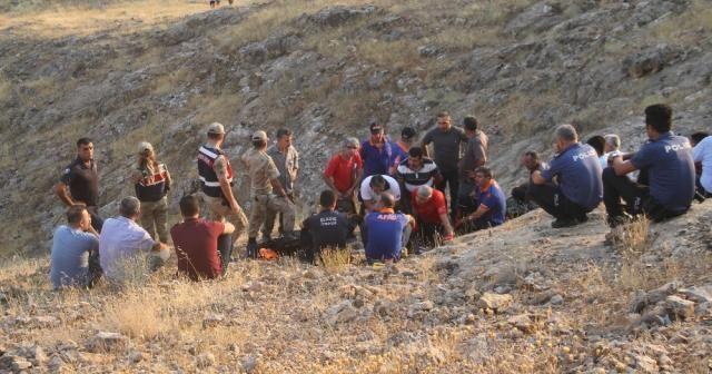 Girdikleri mağarada mahsur kalan TV ekibine ulaşıldı