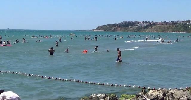 Vatandaşlar bayramın 2'nci gününde Silivri sahiline akın etti
